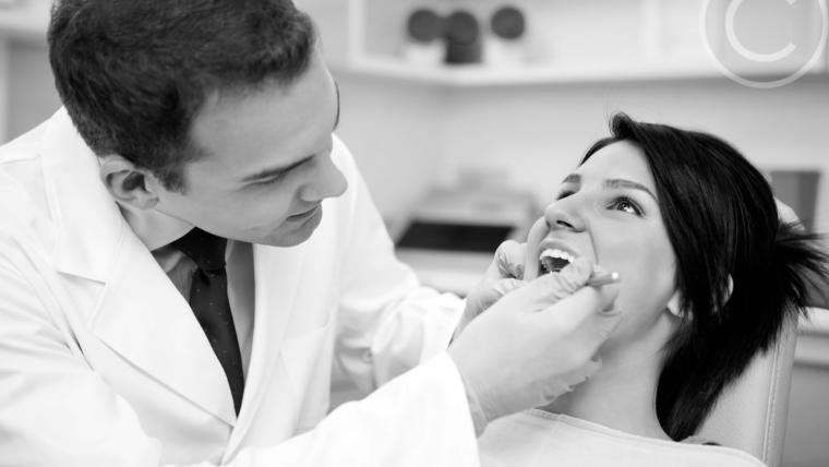 Noções básicas de cuidados com implantes dentários: substituição de dente único